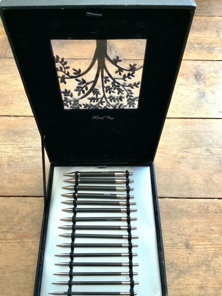 Image shows box of eight pairs of interchangable needles
